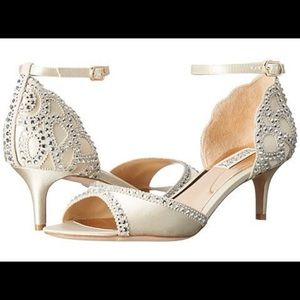 Badgley Mischka Gillian NIB 7.5